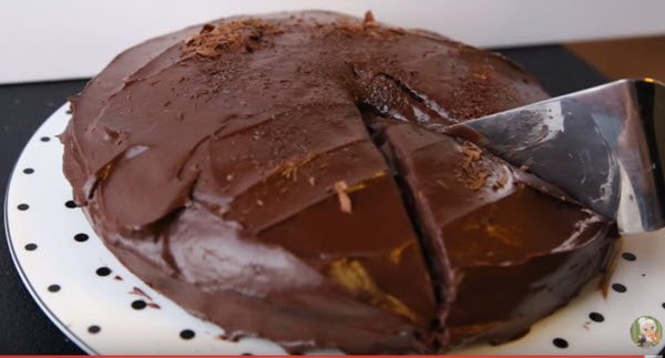 Single Layer Chocolate Cake & Chocolate Frosting